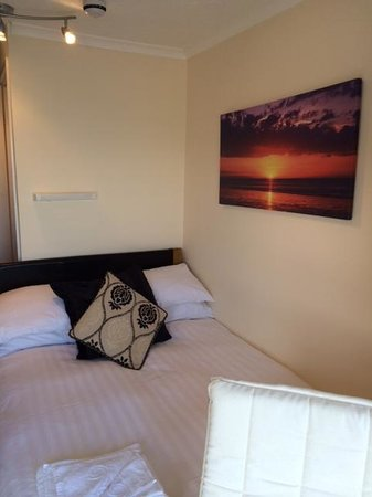 Carlyon Guest House : Room 3 - Newly Renovated Single with 3/4 Bed