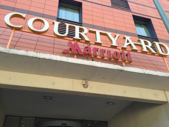 Courtyard by Marriott Paris Arcueil: The hotel