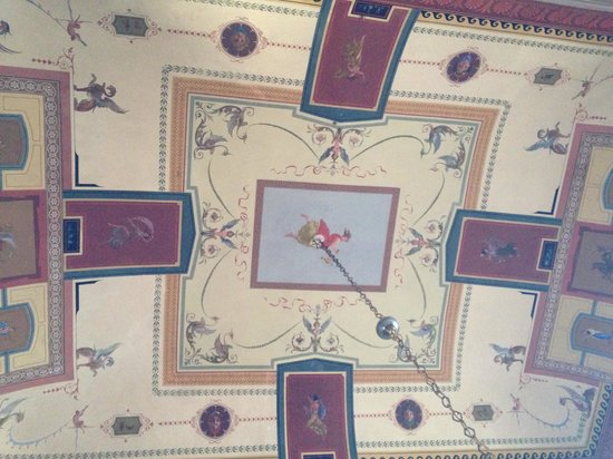 Palazzo Romani Adami: Painted ceiling in living room