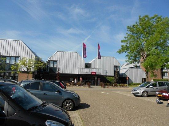 Mercure Hotel Zwolle: esterno e parcheggio