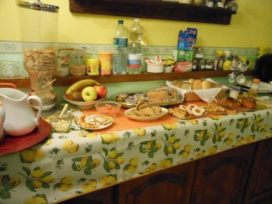 B&B A Casa di Virgilio: buffet colazione