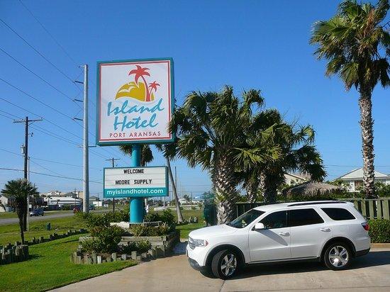 Island Hotel Port Aransas: Hotel Front