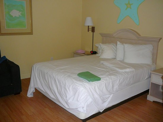 "Island Hotel Port Aransas : Room ""B"" Guest Bed & King Bed"