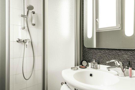 Ibis Paris Boulogne Billancourt : Salle de bain