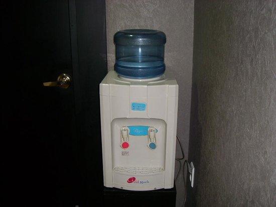 Elysee Motel : Water diapenser