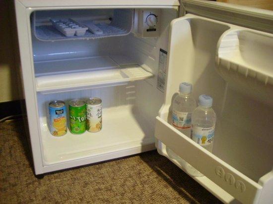 Elysee Motel : Free water and juice
