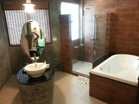 Aonang Phu Petra Resort, Krabi: Aonang Phu Petra Resort Room Toilet