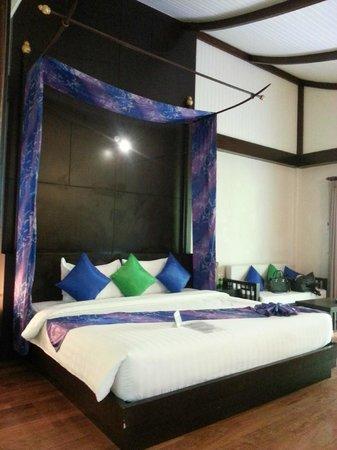 Aonang Phu Petra Resort, Krabi: Aonang Phu Petra Resort Bed