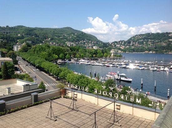 Metropole Suisse Hotel: The view of Lake Como from our bedroom window.