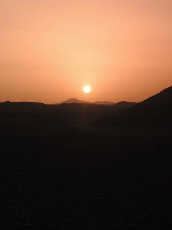 Magic Tulip Beach Resort: il suggestivo tramonto nel deserto
