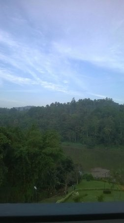 Cinnamon Citadel Kandy: Early morning from our room - the Mahaweli river & the forested land