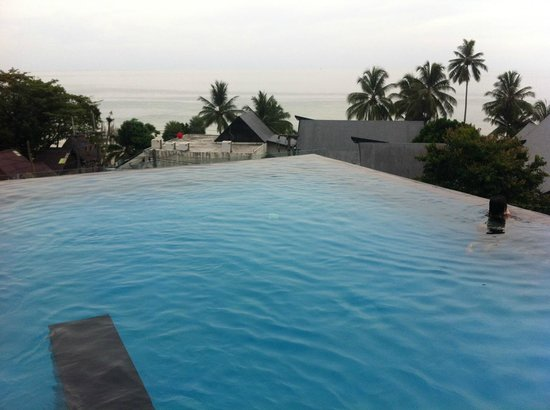 KC Grande Resort & Spa: Hill side pool