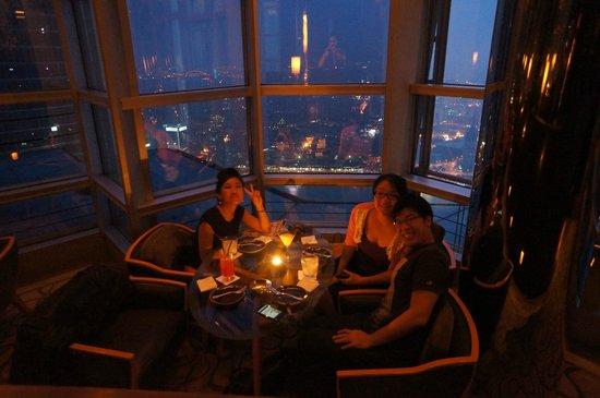 JiuZhongTian JiuLang: Table for 4 near the window on Cloud 9 on the Bund-side.