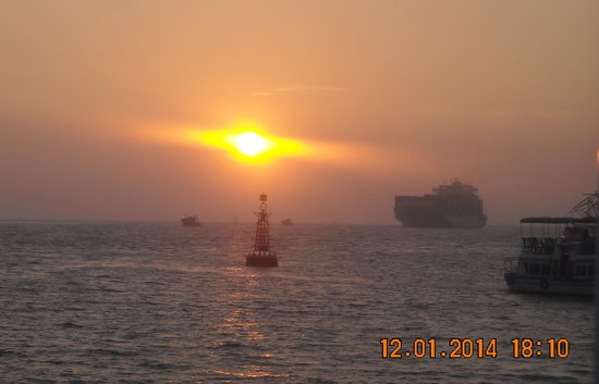 Kochi Travel Guide - Day Tours: Sun Set view in Arabien see