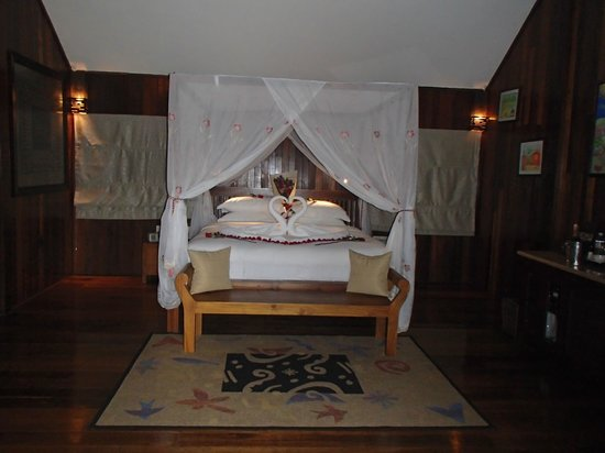 Bunga Raya Island Resort & Spa: Our room on arrival (honeymoon package)