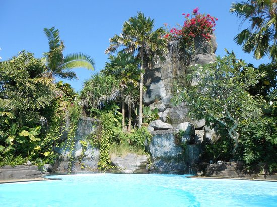 Swiss-Belhotel Segara Resort & Spa: waterfall