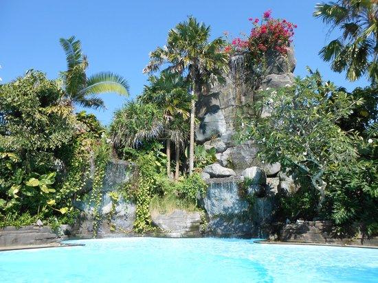 Swiss-Belhotel Segara Resort & Spa : waterfall