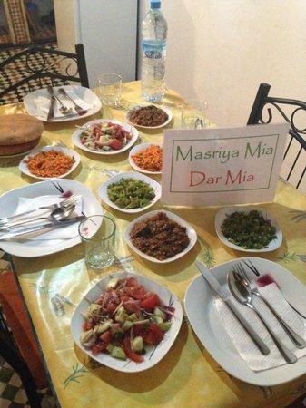 Dar Mia: Dîner préparé par Amina (variété de salades en entrée)