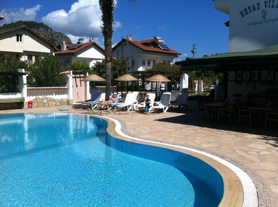 Beyaz Villas: Pool & Bar