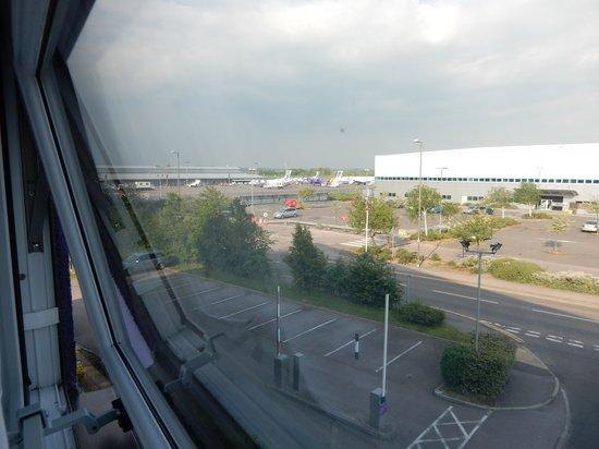 Premier Inn Southampton Airport Hotel: view to airport