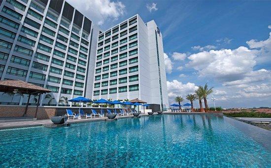 The Royale Chulan Damansara: Infinity Swimming Pool