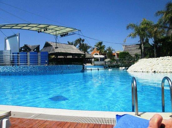 Pegasos World Hotel: Pool