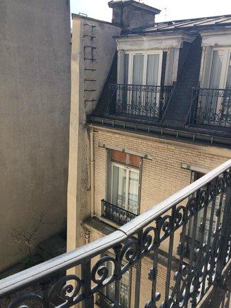Hôtel Cécilia Paris Arc de Triomphe : Balcony