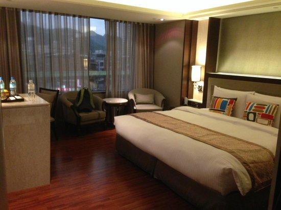 S-aura Hotel: room