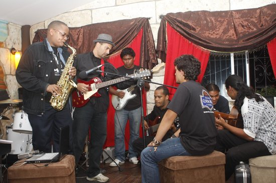 Mike's Global Grill : Jam session after Jazz Festival concert