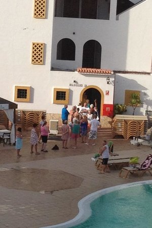 Pueblo Torviscas: Sad people waiting for umbrellas at half 8!! Your on holiday chill out