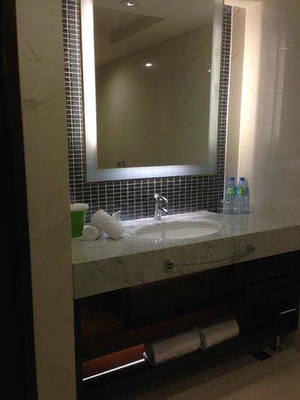 S-aura Hotel: bathroom