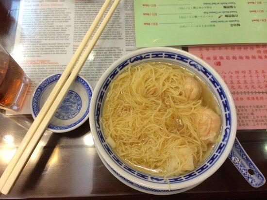 Mak's Noodle : Shrimp wanton soup