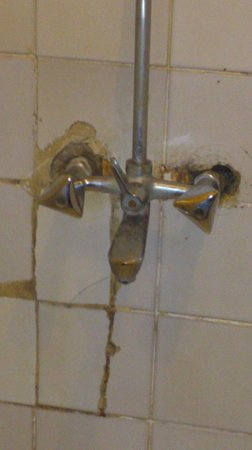 Lutheran Uhuru Hotel Moshi: taps, taps, taps