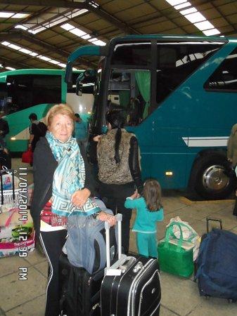Iniohos Hotel: en la estacion de buses