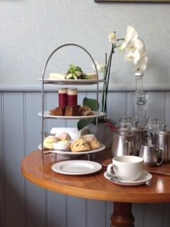 Feversham Arms Hotel & Verbena Spa: afternoon tea in our room