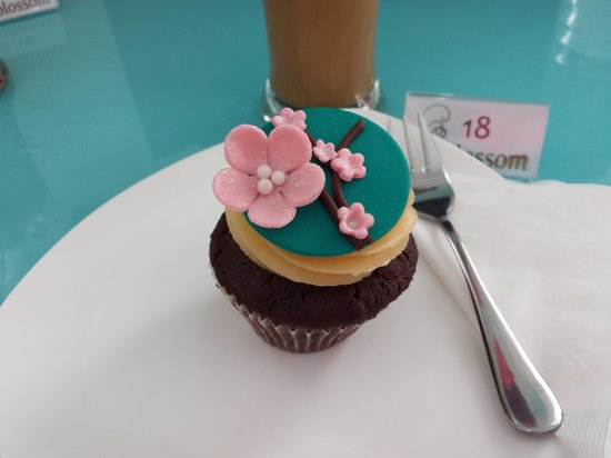Blossom Cafe and Training Centre : choco chip cupcake with peanut butter cream cheese frosting