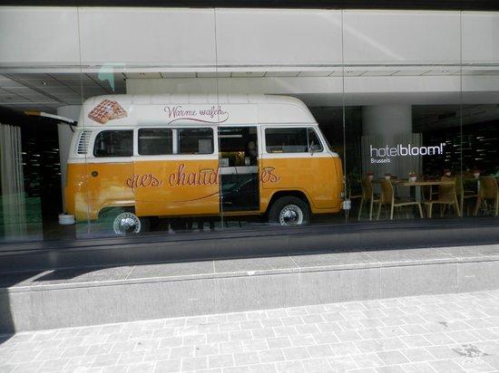 Hotel BLOOM!: La sala colazione da fuori