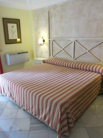 Hotel Las Aguilas : bett XXL