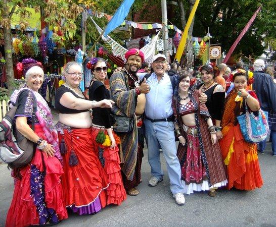 Genova Tours: Street party at Kensington.