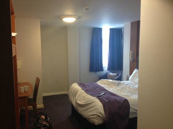 Premier Inn York City (Blossom St North) Hotel: Room 217