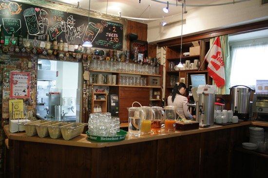 Yoho International Youth Hostel: Кафе