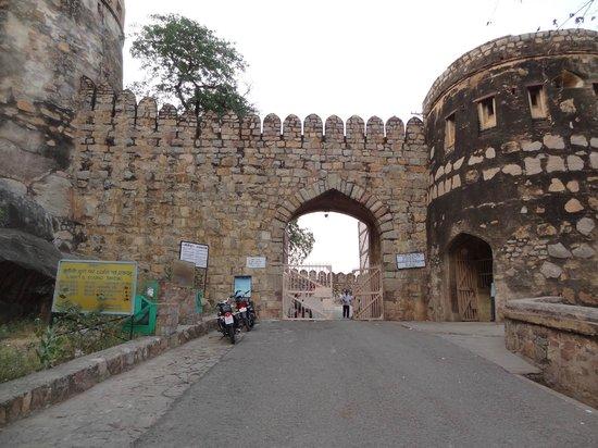 Jhansi Fort: Entrance