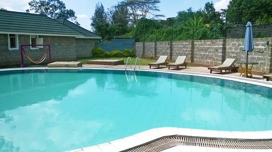 Longview Suites: Clean swimming pool