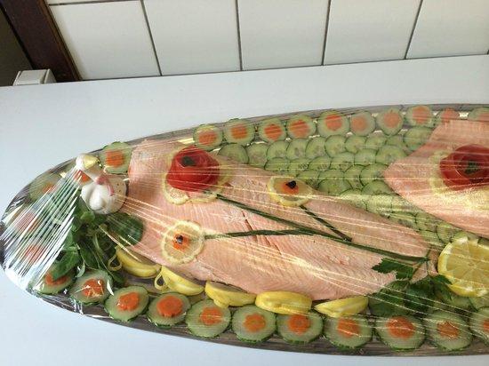 Le Bugatti: Saumon frais en belle vue / Fresh salmon belle vue style
