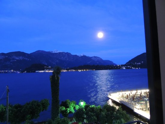 Hotel Riviera: Moonlight over the lake