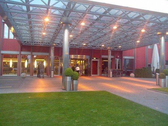 Mövenpick Hotel Zürich-Airport: Front