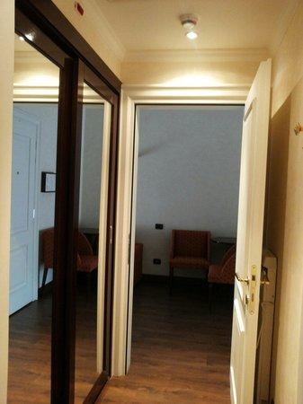 Hotel San Gallo Palace : Piccolo corridoio con armadio