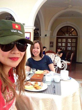 Hotel Continental Saigon: Breakfast at the garden