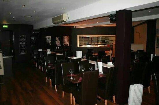 Monroes Bar & Restaurant: Monroe's steakhouse restaurant
