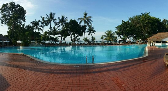Prama Sanur Beach Bali: Large Beachfront Pool